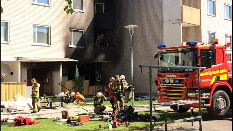 Brand på Hjorthöjden startade i bottenvåningen. FototMartin Arvebro/Sveriges Radio