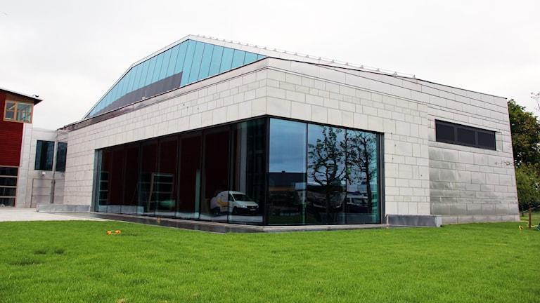 Fasaden till den nya ubåtshallen intill Marinmuseum i Karlskrona.