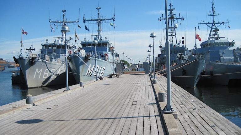 Förtöjda fartyg vid en militärövning marinbasen Karlskrona. Foto: Carina melin/Sveriges Radio