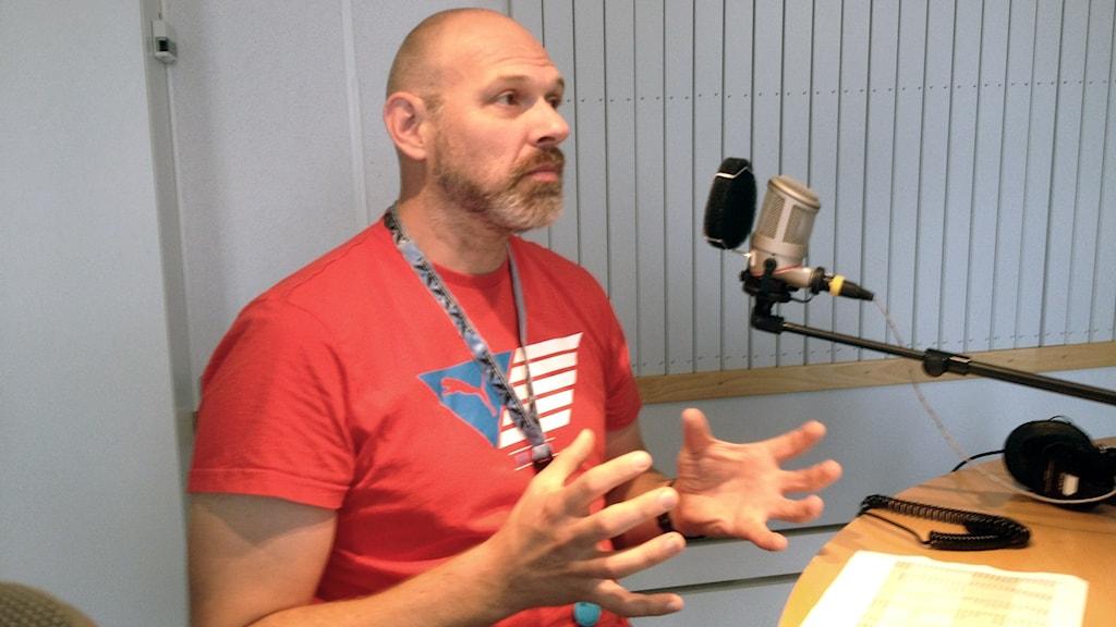 Fredrik Andreasson, samordnare för vattenförvaltningen och miljögifter på Länsstyrelsen i Blekinge. Foto: Mattias Nilsson/Sveriges Radio