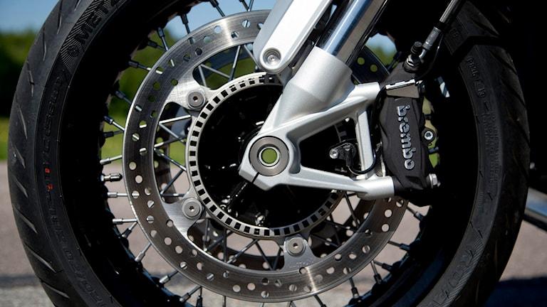 En närbild på ett motorcykelhjul. Foto: ADAM IHSE / TT