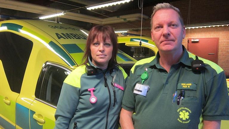 Humlan Milton och Per Nordgren ambulansen Karlshamn. Foto: Carina Melin/Sveriges Radio