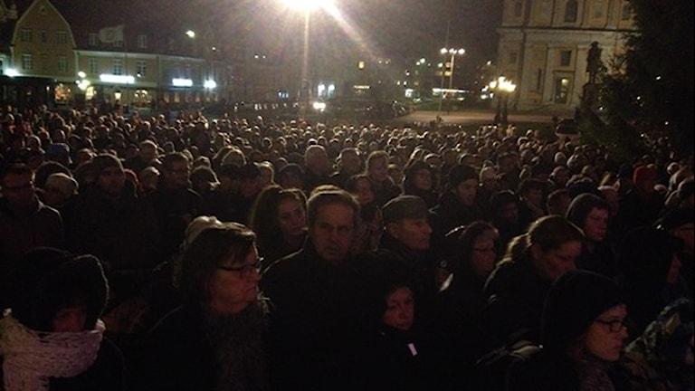 Tusentals människor ville visa sitt stöd för Yararektorn. Foto: Anna Börje/Sveriges Radio