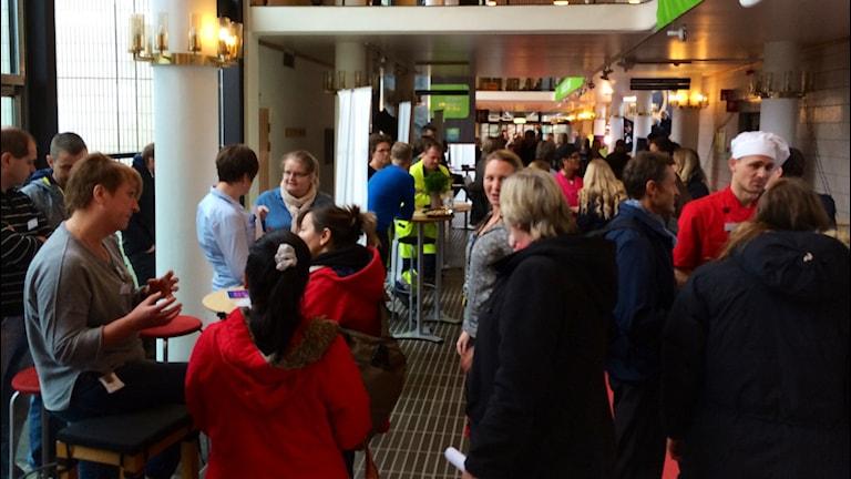 Ungdomar och andra arbetssökande i stadshuset i Ronneby. Foto:Martin Arvebro/Sveriges Radio