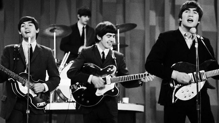 Beatles uppträder på en scen. Foto: Dan Grossi/TT