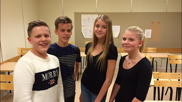 Bokelundsskolan klass 8D: William Cowser, Erik Johansson, Clara Kullgren och Ebba Persson. Foto: Martin Arvebro/Sveriges Radio