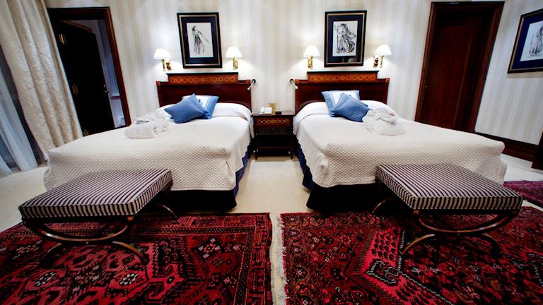 Ett hotellrum med två sängar. Foto: Jon-Michael Josefson/TT