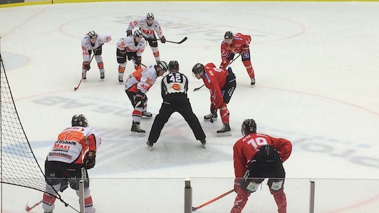 Matchbild från Karlskrona HK mot Vita hästen. Foto: Christina Turesson/Sveriges Radio