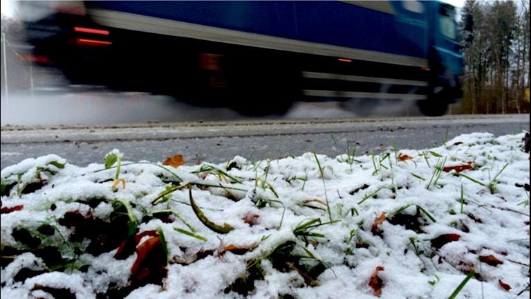En snöig vägren i Olofström.