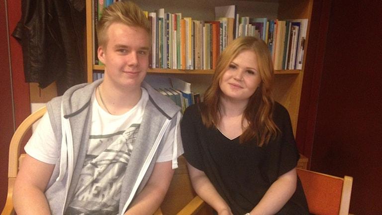 Axel Stensson i 9 C och Nora Henriksson i 9 D har båda förbättrat sina betyg sen läxfriskola infördes på Norrevångskolan.