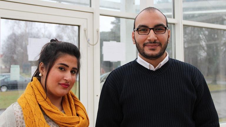 Dalia Aldakka och Amjad Abdullah i foajén på Hanöhus. Foto: Malin Hjulström/Sveriges Radio