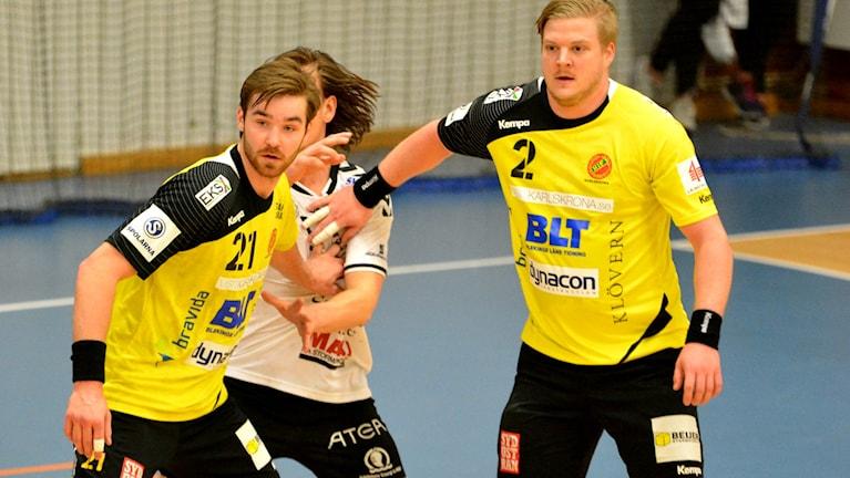 Linus Ekman och Gustav Samuelsson i HIF Karlskrona. Foto: Oscar Anderberg