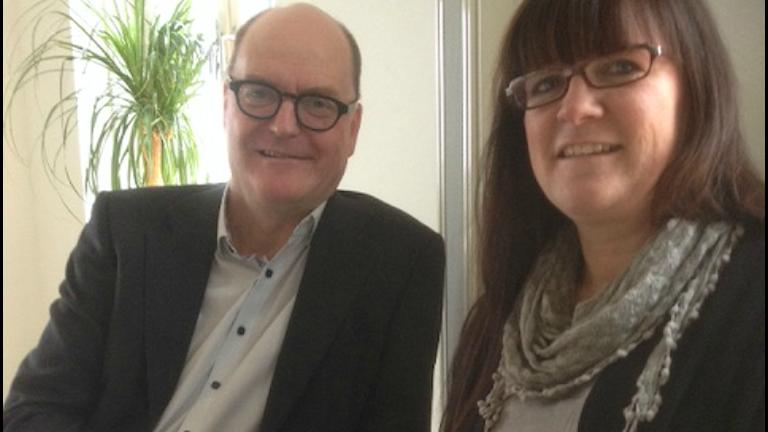 Kalle Sandström (S) och Gunilla Månsson, Vårdförbundets lokalordförande är båda nöjda med det nya kollektivavtalet