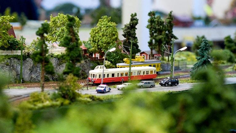En modelljärnväg i ett landskap. Foto: Bertil Ericson/TT