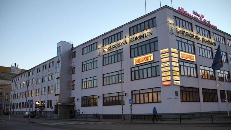 Översiktsbild över Karlskrona kommunhus. Foto: Rebecka Gyllin/Sveriges Radio