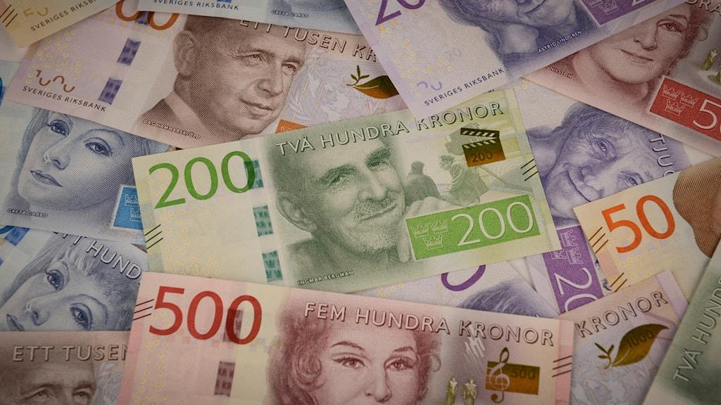 Karlskronaborna kan fylla på sina resekort med 100 kr eller 200 kr, mot faktura. Foto: Riksbanken