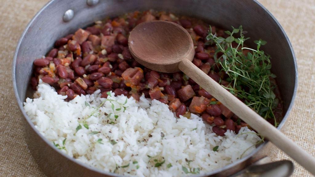 Ris och bönor i en gryta. Foto: Matthew Mead/TT