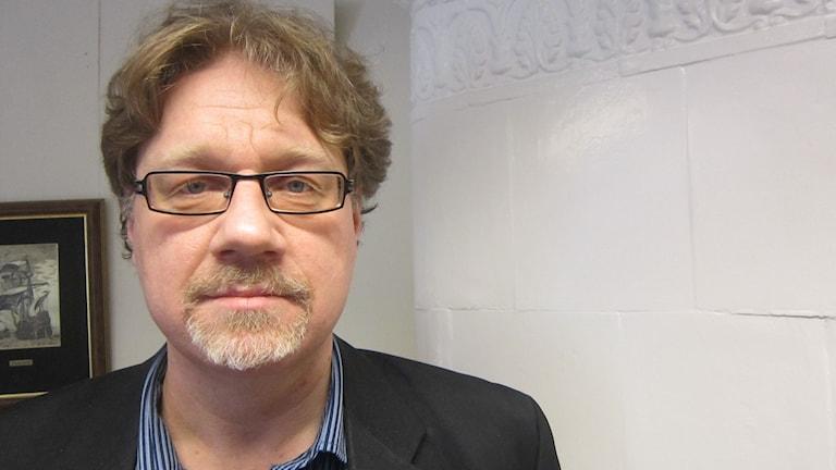 Allvarlig Magnus Larsson (C) ordförande i miljö- och byggnadsnämnden Karlskrona. Foto: Carina Melin/Sveriges Radio