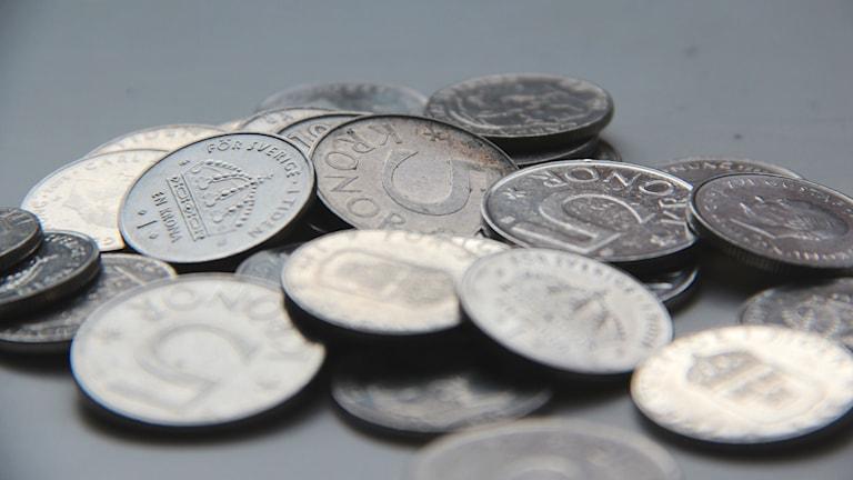 En massa mynt i en hög. Foto: Lena König/Sveriges Radio