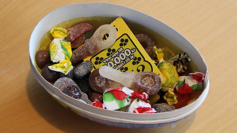Påskägg med godis och lott. Foto:Ingrid Elfstråhle/Sveriges Radio