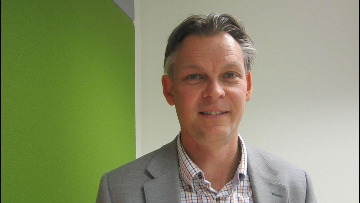 Niclas Wahlgren är både lärare och fackombud för LR på Väggaskolan. Foto: Henrik Olsson/SR
