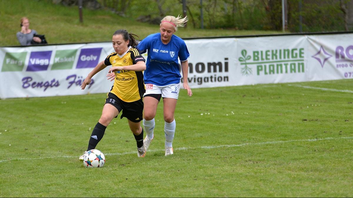 Vanessa Henrysson Roqueta, Nättraby GoIF med bollen. Foto:Oscar Anderberg