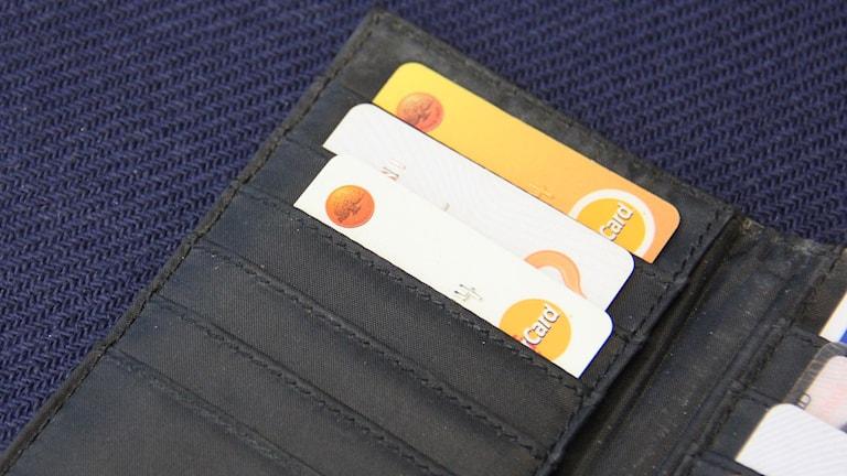 Kreditkort i plånbok. Foto:Ingrid Elfstråhle/Sveriges Radio