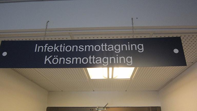 Klamydia infektionsmottagning landstinget Blekingesjukhuset skylt. Foto: Carina Melin/Sveriges Radio