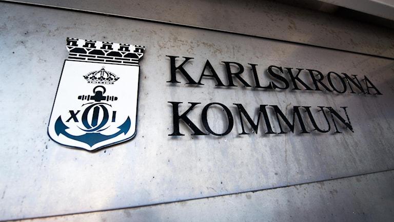 En skylt där det står Karlskrona kommun.
