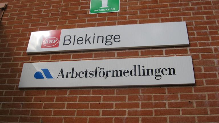 Arbetsförmedling ABF Olofström skylt. Foto: Carina Melin/Sveriges Radio
