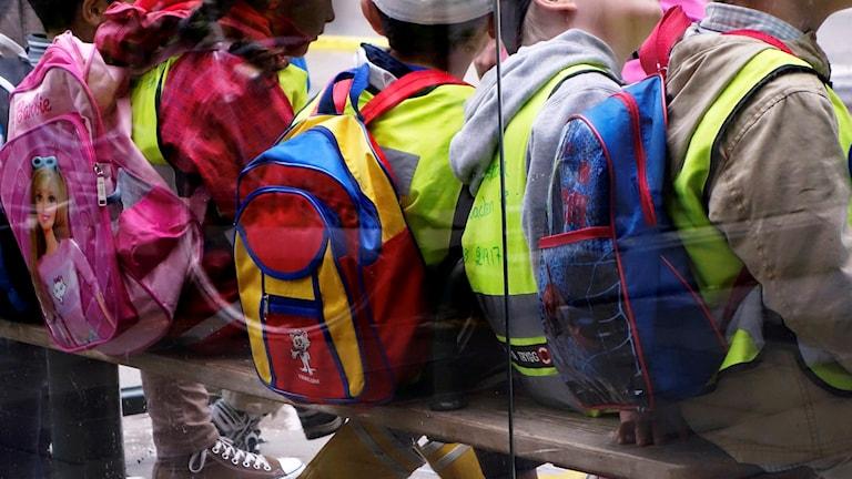 Förskolebarn med ryggsäckar. Foto: Hasse Holmberg/TT.