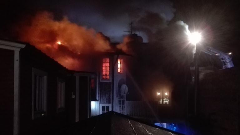 Kraftig brand i lägenhet i Ronneby. Foto: Bengt Hællquist
