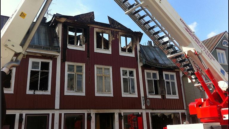 Hyreshuset i Ronneby totalförstördes i går kväll. Foto: Mikael Eriksson / Sveriges Radio.
