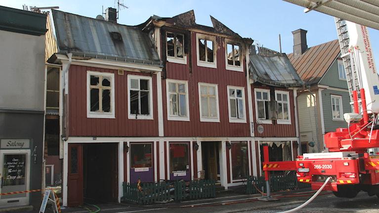 Det eldhärjade huset i Ronneby. Foto: Mikael Eriksson/Sveriges Radio