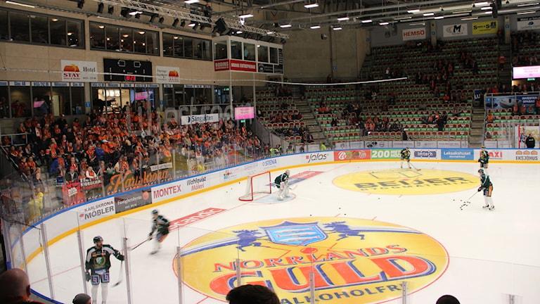 KHK värmer upp. Foto: Helena Gustafsson/Sveriges Radio