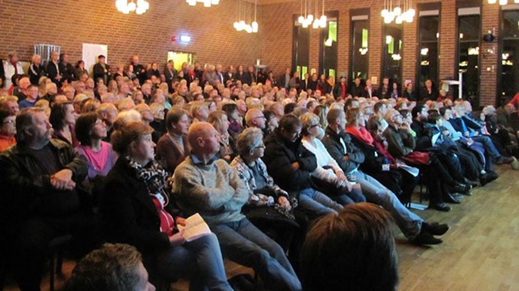 Flera hundra Kallingebor på informationsmötet om pfas för ett år sen. Nu stundar rättsprocess. Foto: Lena König/Sveriges radio