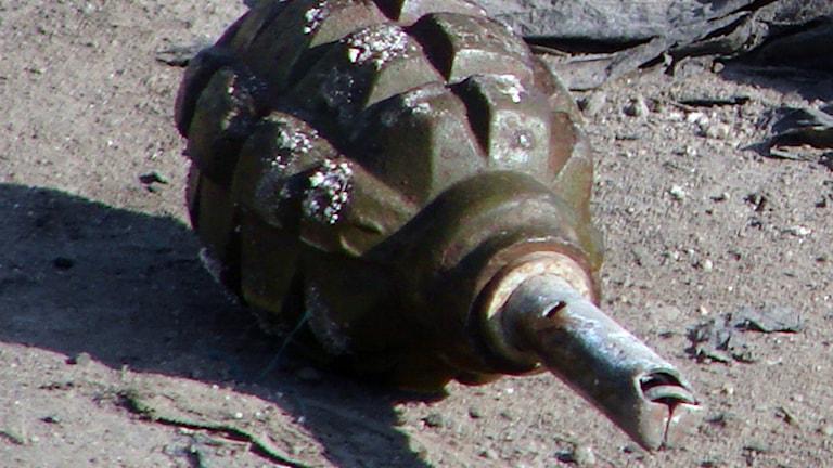 Боевую гранату нашли на улице в Истаде. Фото: AP