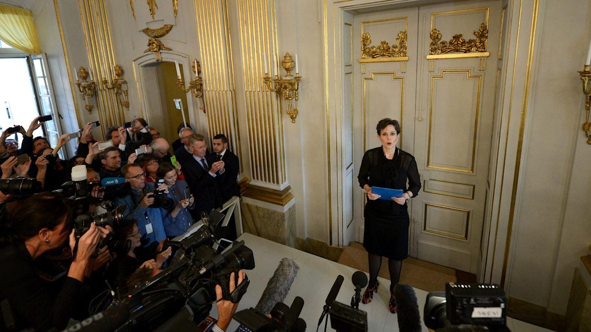 Svenska Akademiens ständiga sekreterare Sara Danius meddelar att den vitryska författaren Svetlana Aleksijevitj tilldelas årets Nobelpris i litteratur. Foto: Fredrik Sandberg / TT