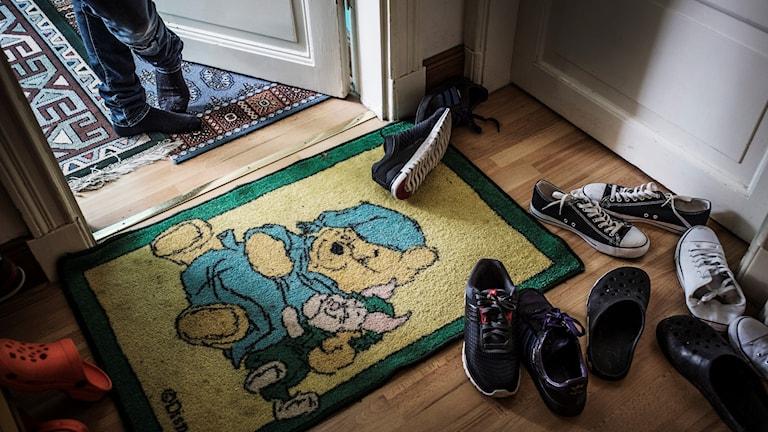 Dörrmatta med Bamse och skor.
