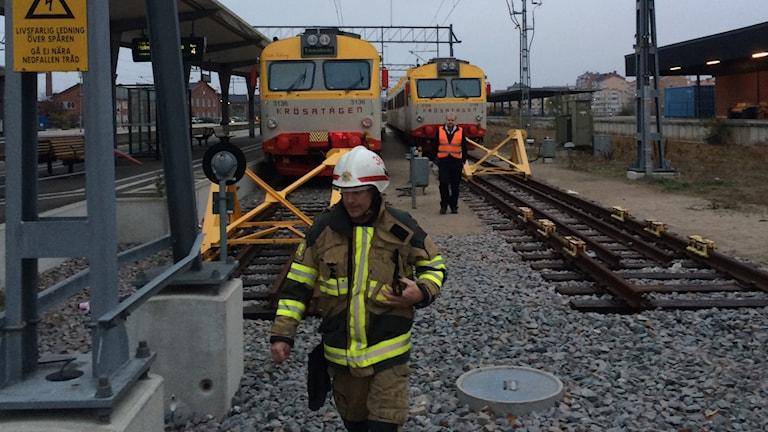 En räddningsledare på tågstationen i Karlskrona.