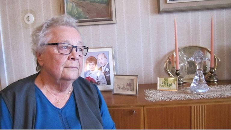 Raili Canneström tog hem sin man från äldreboendet. Foto: Monika Titor/Sveriges Radio