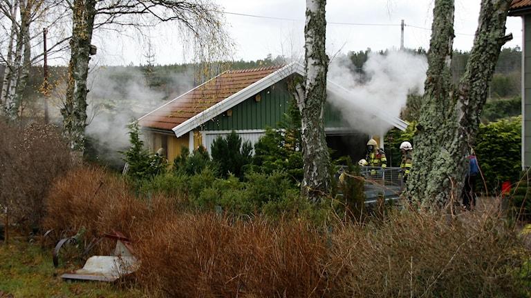 Brand i garage i Bjärbylund. Foto: Bengt Hellquist