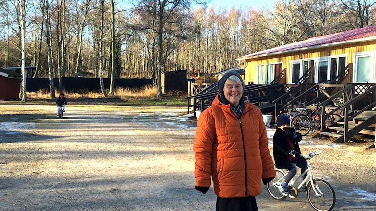 Lena Mattisson utanför Ronneby Havscamping. Foto: Lena König/Sveriges Radio.