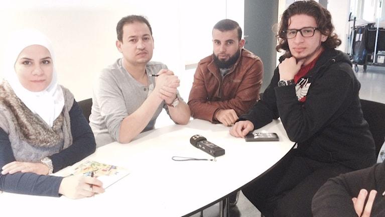 Batoul Shaboo, Wael Al Bardan, Ahmad Hammad och Yuser Al Bardan diskuterar läget i Syrien och hur den senaste tidens omvärldshändelser har påverkat synen på muslimer i Sverige.