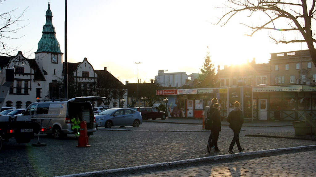 Karlshamns torg badar i solsken. Foto: Stina Linde/Sveriges Radio.