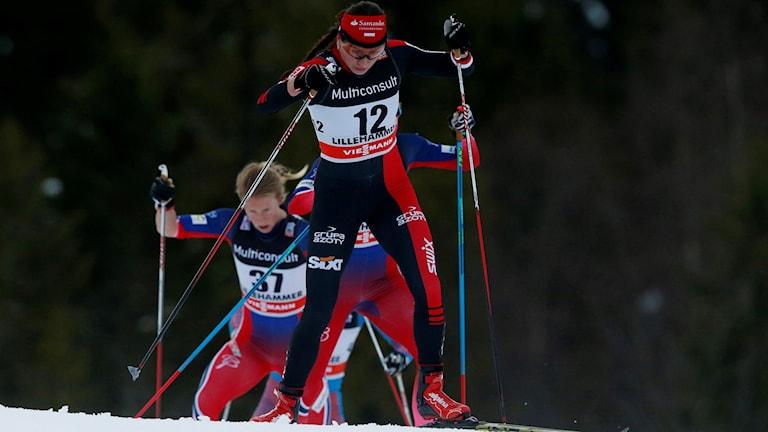 En bild på Justyna Kowalczyk i skidspåret. Foto: TT.