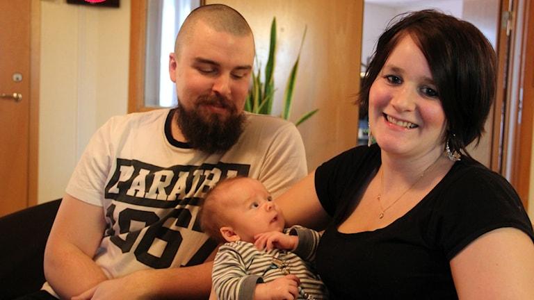 Jessica Marmolin Mörlund och Markus Mörlund från Kyrkhult fick barn i ambulansen. Foto: Stina Linde/Sveriges Radio.