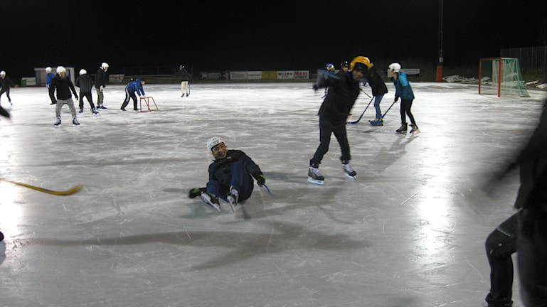 Prova på-kväll bandy Ronneby Fredriksbergs BK Ronneby. Foto: Carina Melin/Sveriges Radio