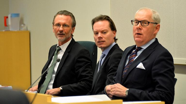 En bild på Thomas Olsson, advokat, tillsammans med SD:s riksdagsledamot Martin Kinnunen