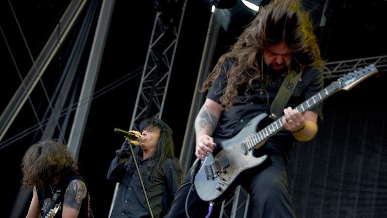 Bandet Anthrax spelar på en scen. Foto: TT.